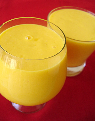 http://www.sailusfood.com/wp-content/uploads/mango_yogurt_smoothie_lassi.JPG